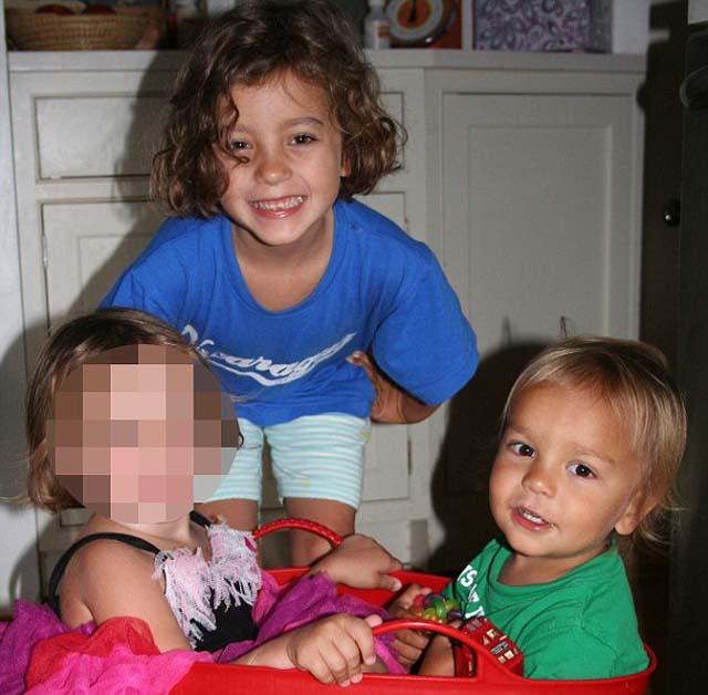 Nanny stabs children in New York