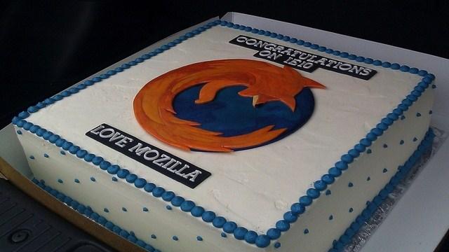 Firefox Sends Internet Explorer Congratulations Cake