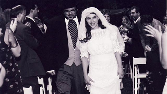 mayim bialik divorce wedding michael stone