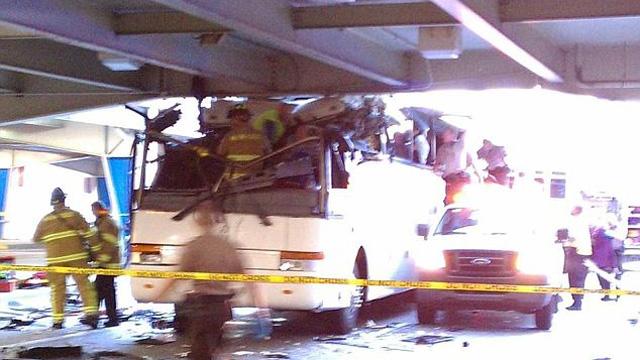 double-decker bus miami airport dead