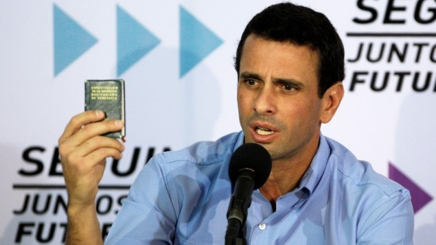 Capriles denouncing Chavez' antisemitic remarks in press conference,.