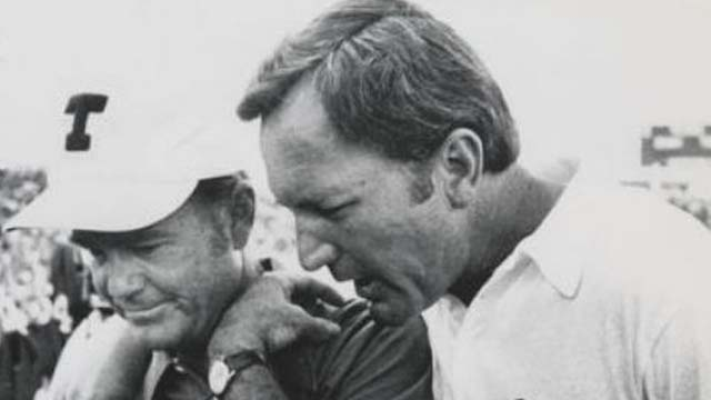 Chuck Fairbanks Dies Chuck Fairbanks dead Chuck Fairbanks dies Former Patriots coach dies University of Colorado coach dies