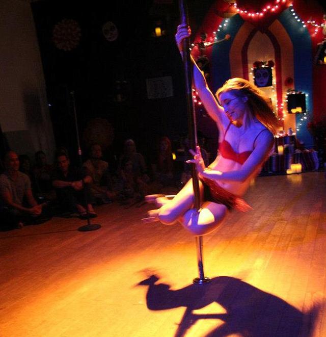 Lindsay Mills Edward Snowden Girlfriend Pole Dancer