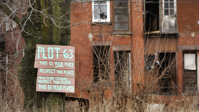A sign on a tree in a Detroit neighborhood (Getty Images)