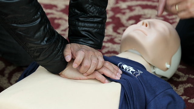 heart attack, CPR, CPR dummy