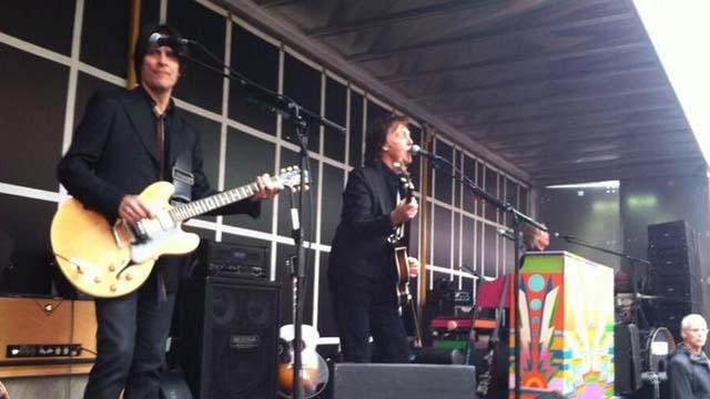 Paul McCartney Surprise Concert Video, Paul McCartney Surprise Times Square Concert, Paul McCartney Times Square Concert