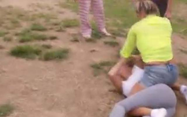 Gypsy Sisters Fight on Video, Gypsy Sisters Nettie Kayla, Nettie and Kayla Fight, Gypsy Sisters Beating, Gypsy Sisters Beat Down, Gypsy Sisters Girl on Girl Fight