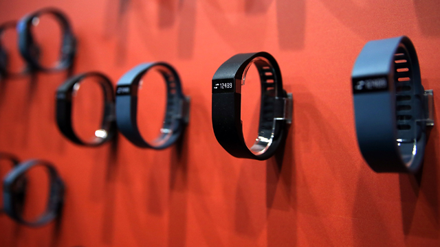 fitbit force recall, samsung gear fit release date, best fitness band, best fitness tracker, fitbit vs gear fit, fitbit vs samsung