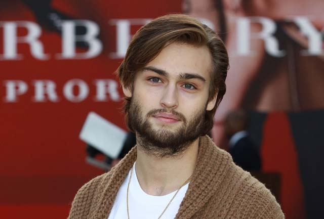 douglas booth burberry, burberry models, noah movie, douglas booth girlfriend