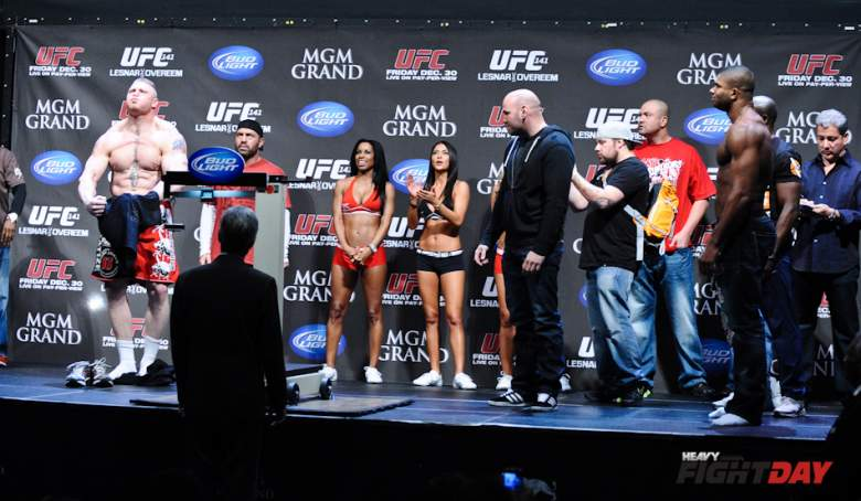 UFC-141-Brock-Lesnar-Alistair-Overeem-weigh-ins