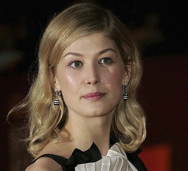when is gone girl coming out, gone girl release date, how is gone girl different from the book
