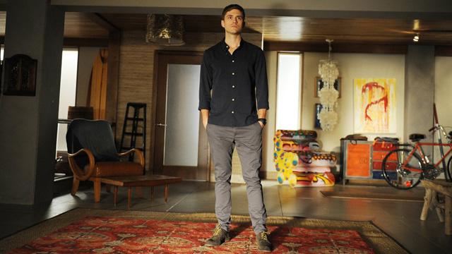 Graceland, Aaron Tveit
