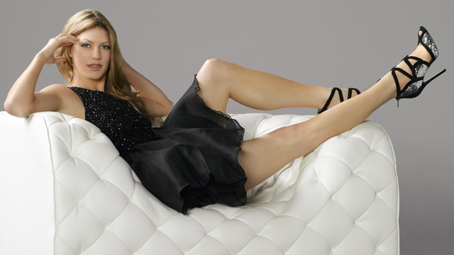 Mistresses, Jes Macallan