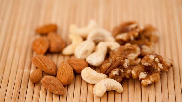 nuts pregnancy diet