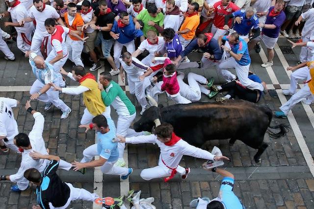 2014 running of the bulls photos