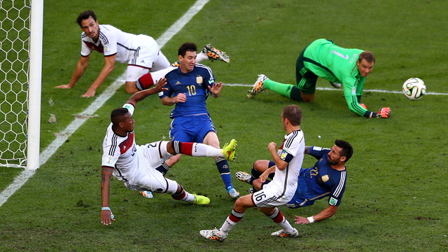 Germany Argentina goalmouth scramble