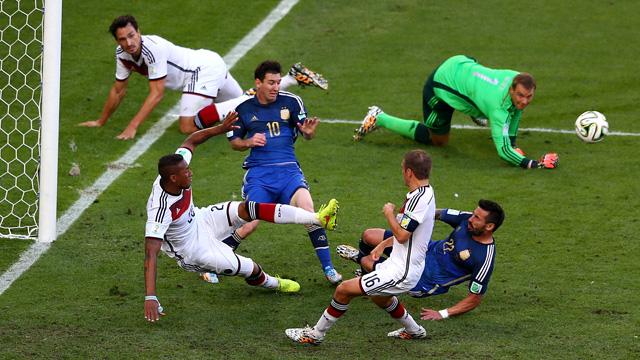 Germany Argentina goalmouth scramble