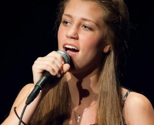 julia goodwin singer, julia goodwin feinstein
