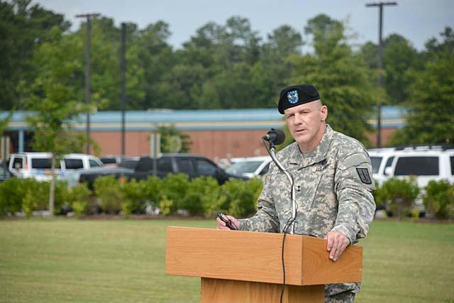 New Fort Lee Commander Stephen Lyons