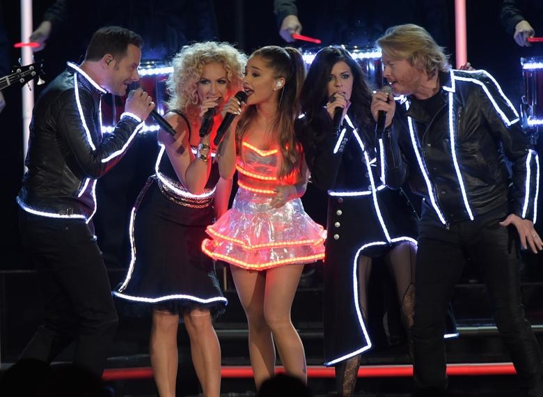 CMA Awards 2014, CMA Awards Ariana Grande, CMA Awards Little Big Town, Ariana Grande Hot, Ariana Grande Sexy, Little Big Town Bang Bang, Ariana Grande CMAs 2014