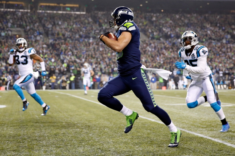 Jermaine Kearse runs for a touchdown after catching a pass from Russell Wilson. (Getty)