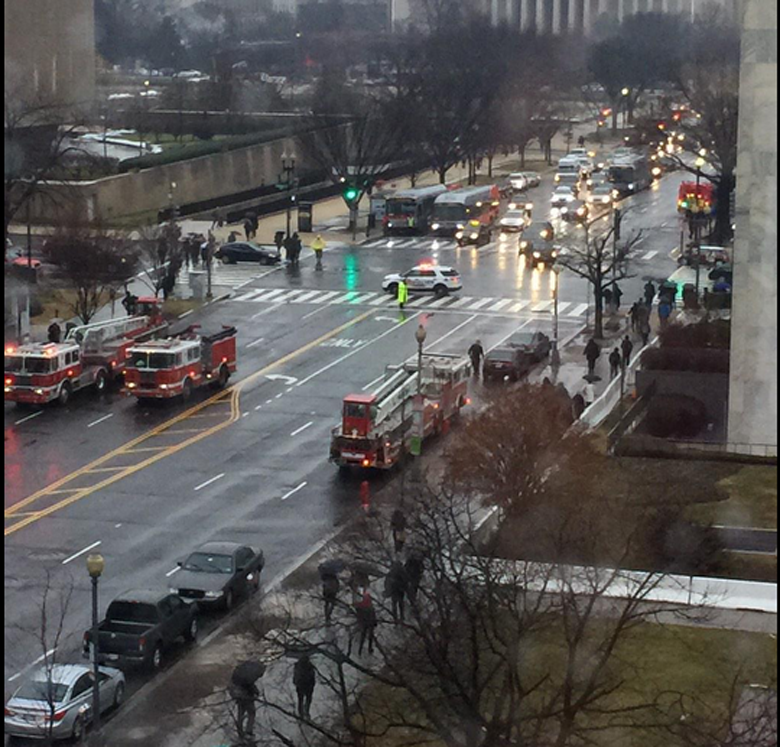 The scene during the fire. (Twitter/@Keals2005)