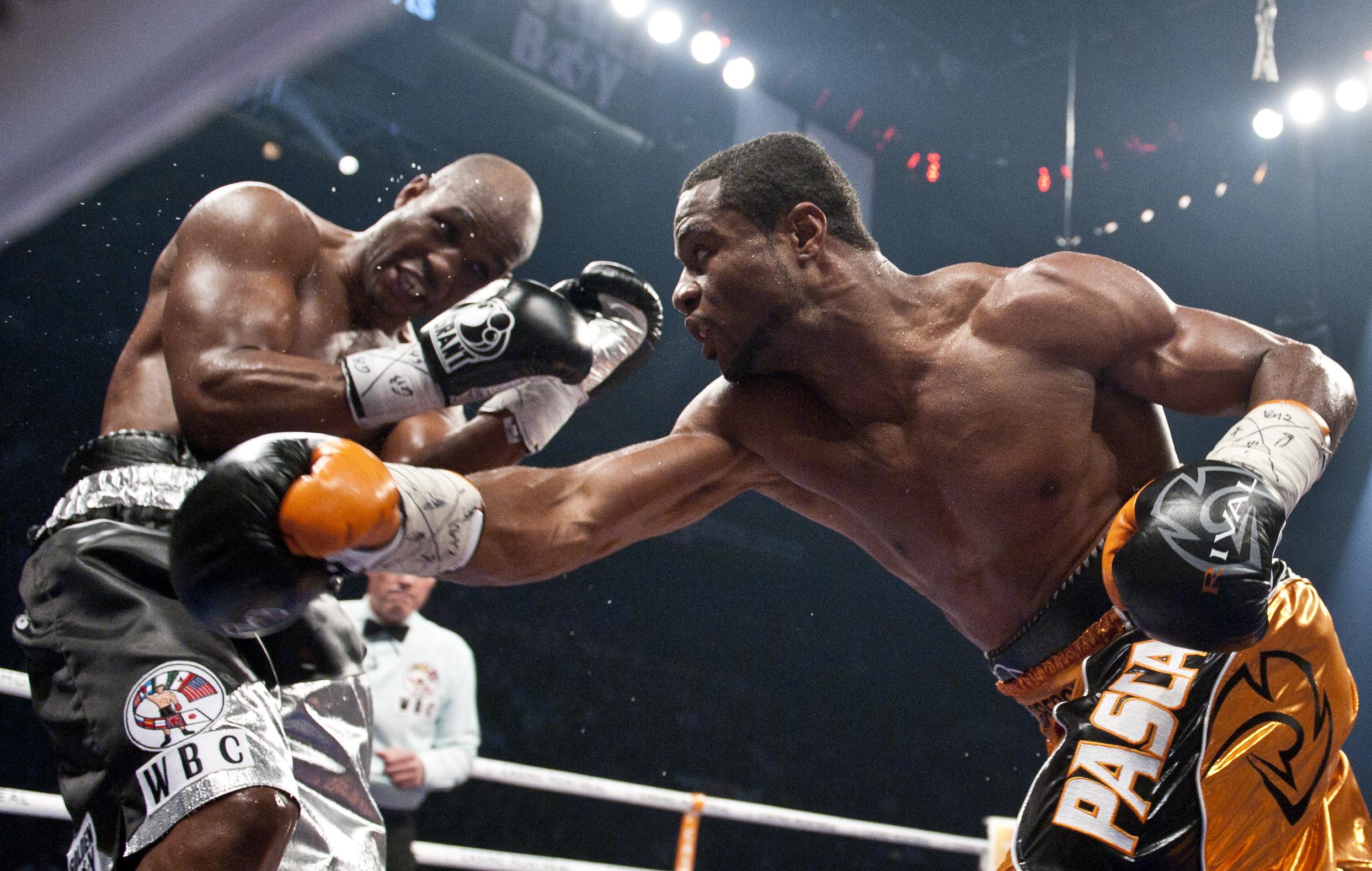 Jean Pascal (R) punches Bernard Hopkin (Getty)
