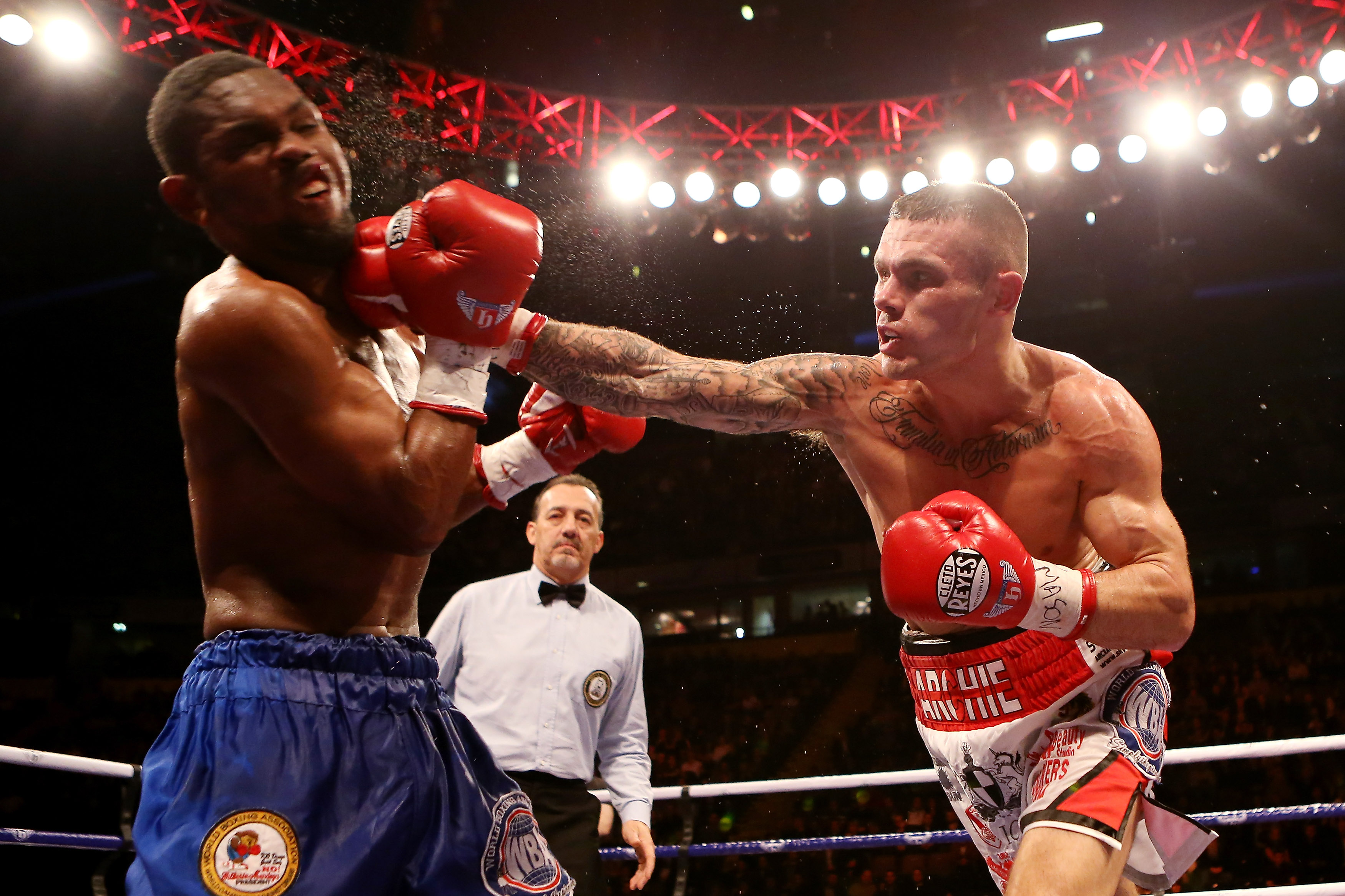 Martin Murray lands the knockout on Jorge Navarro of Venezuela. (Getty)