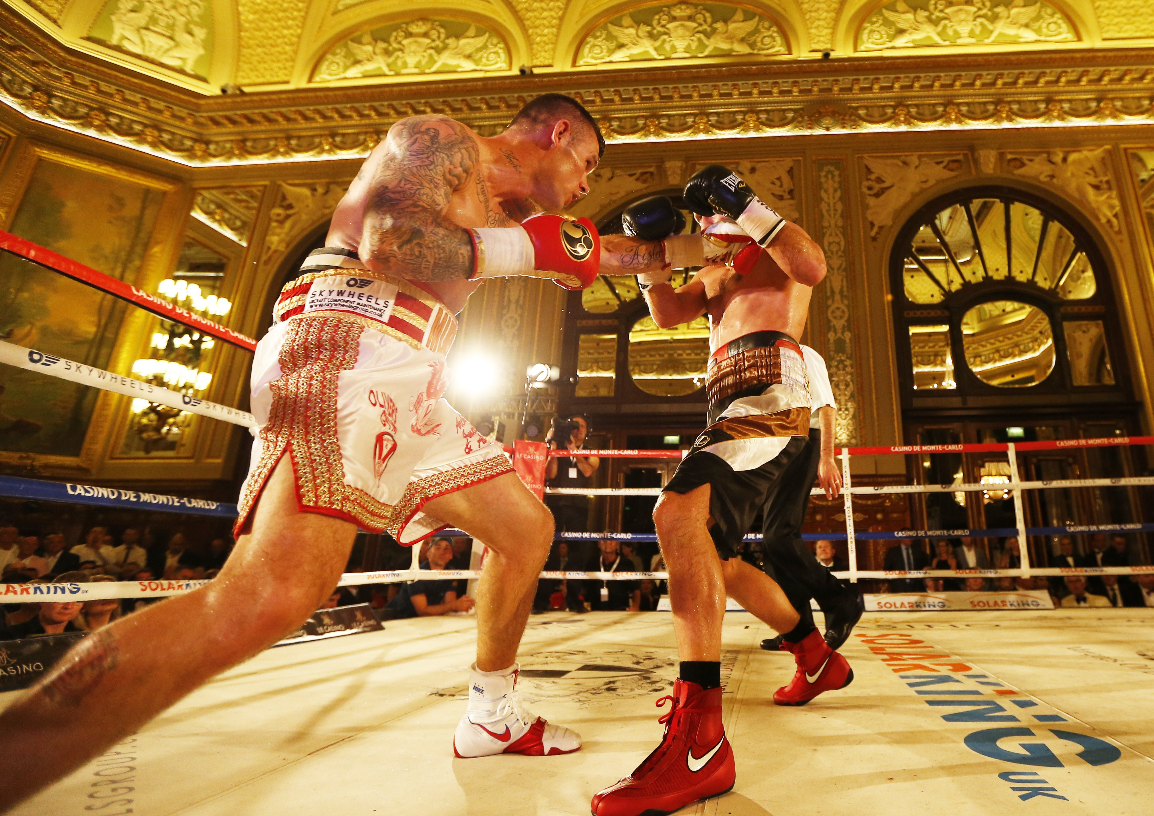 Martin Murray faces off against Max Bursak. (Getty)