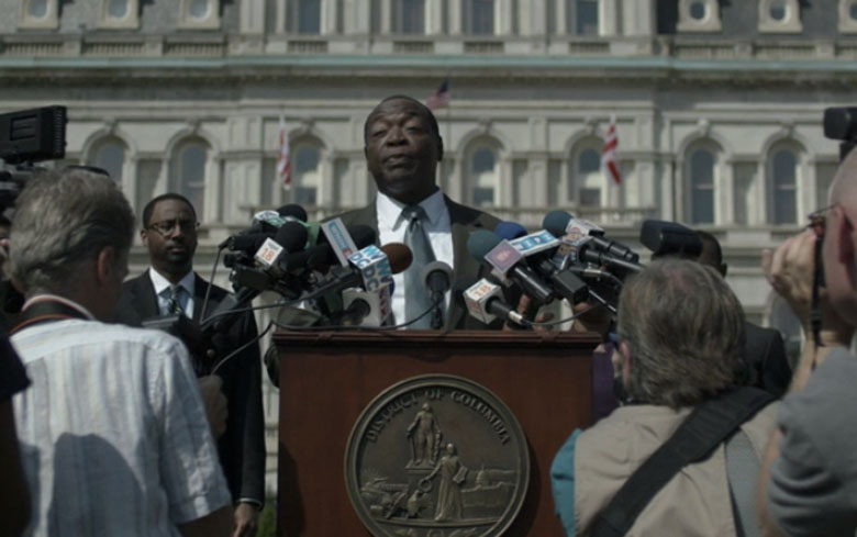 Frank uses the mayor of DC to announce his policy. (Netflix)