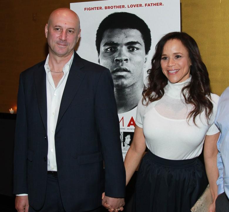 Rosie Perez con talentuosa, Marito Eric Haze
