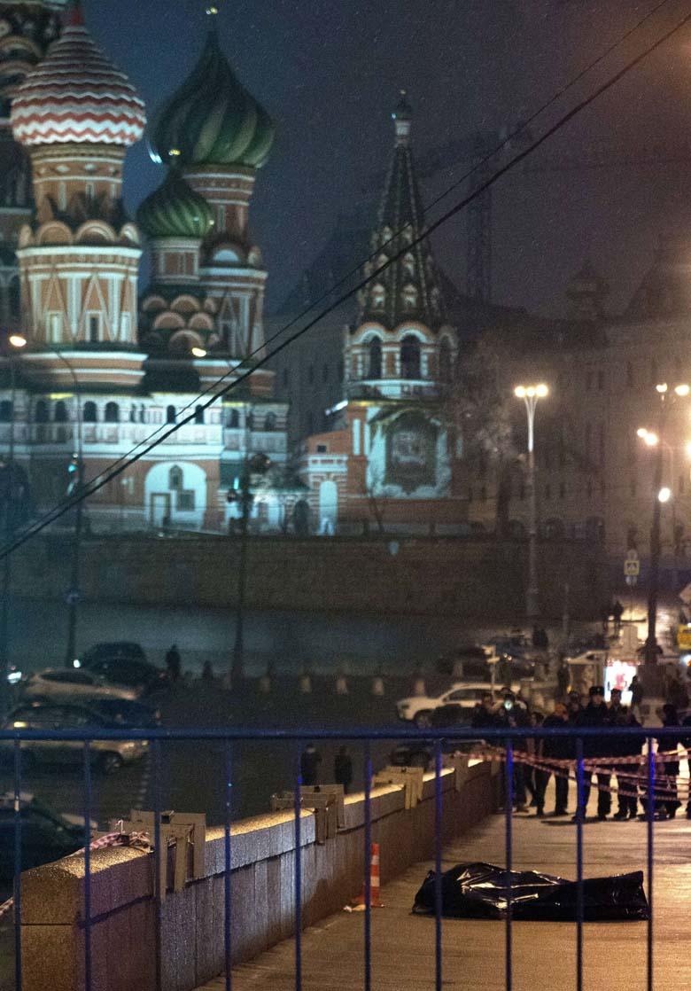Boris Nemtsov dead body shooting scene
