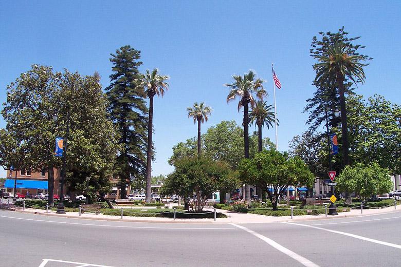 The center of the idyllic town of Orange in California. (Wikipedia)