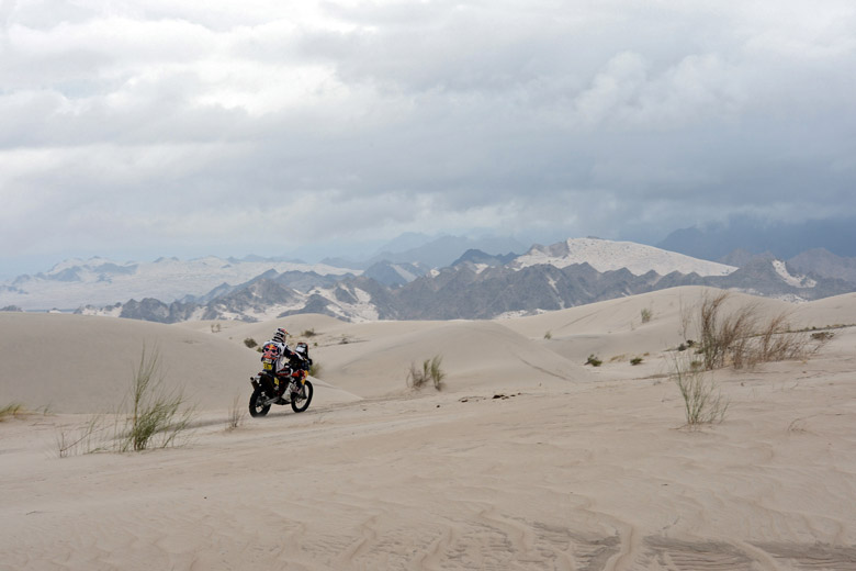 KTM's rider Ruben Faria of Portugal competes during the Stage 11 of the Dakar 2013 between La Rioja. (Getty)