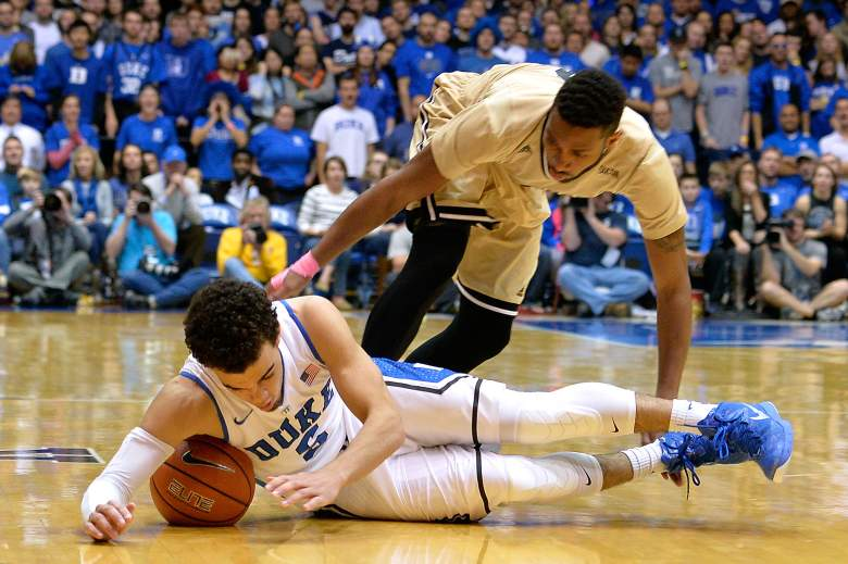 Tyus Jones fighting for a loose ball. (Getty)