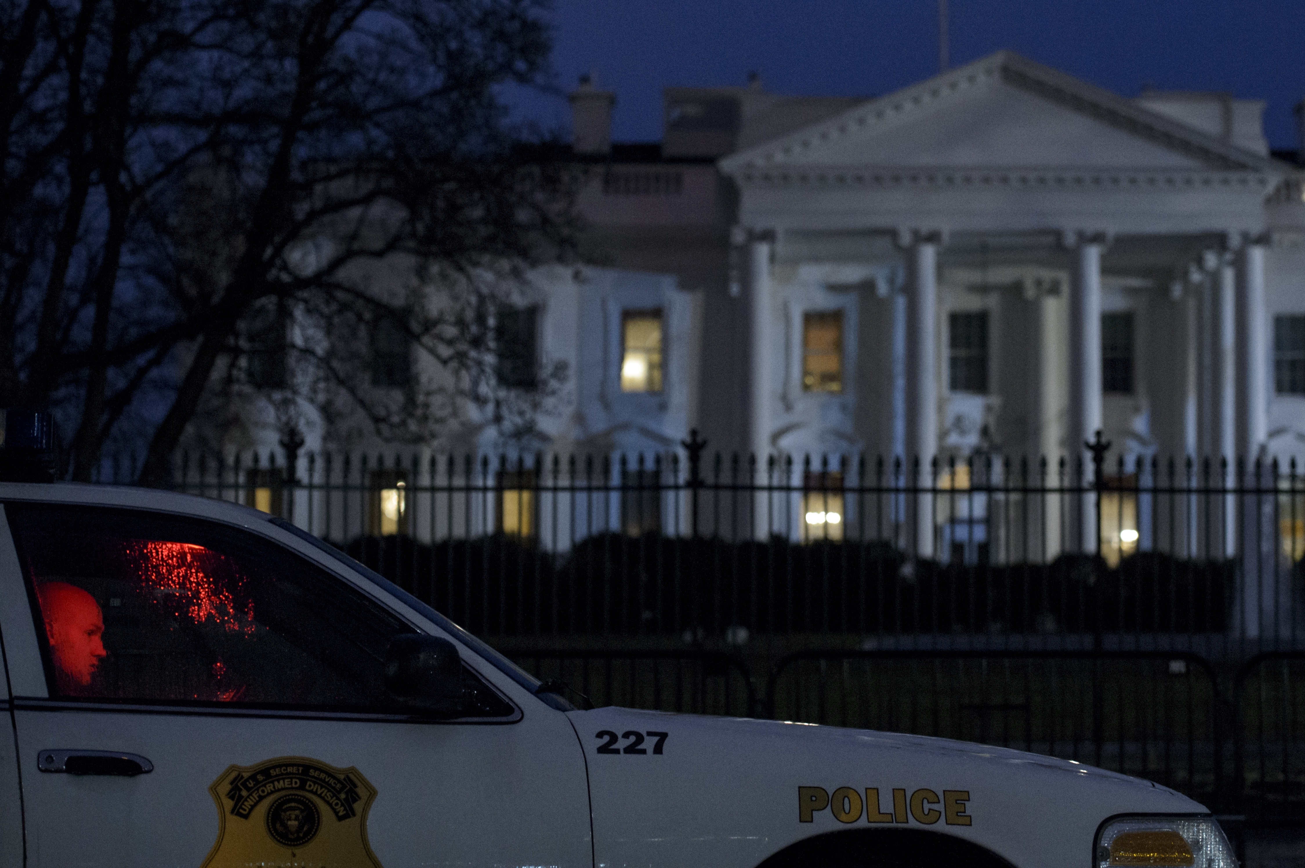 A member of the Secret Service's Uniformed Division sits in his car on Pennsylvania Avenue outside the White House January 26, 2015 in Washington, DC.  (Getty)