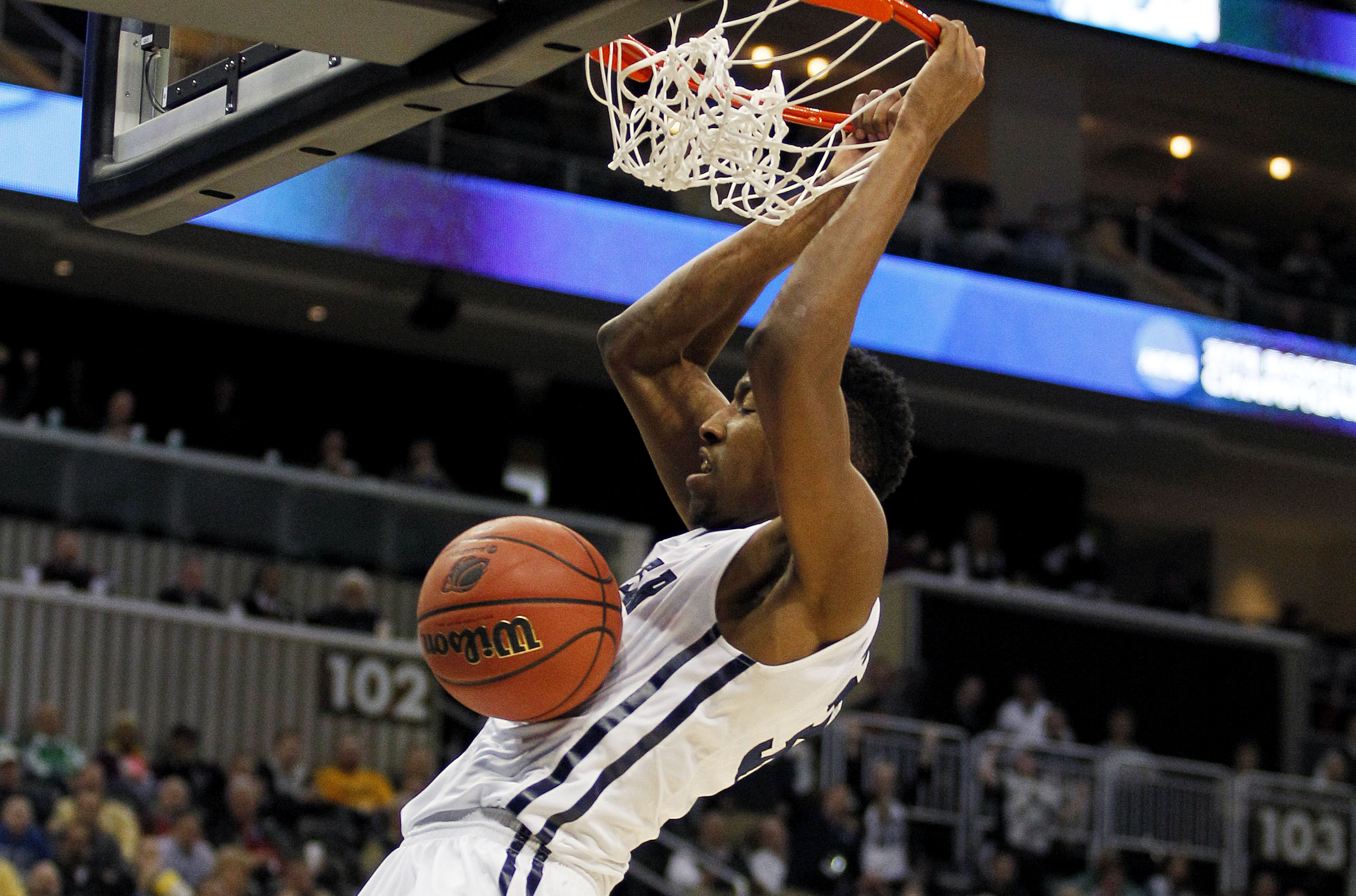 Kameron Woods dunks the ball during the first half of Butler's game with Texas. (Getty)