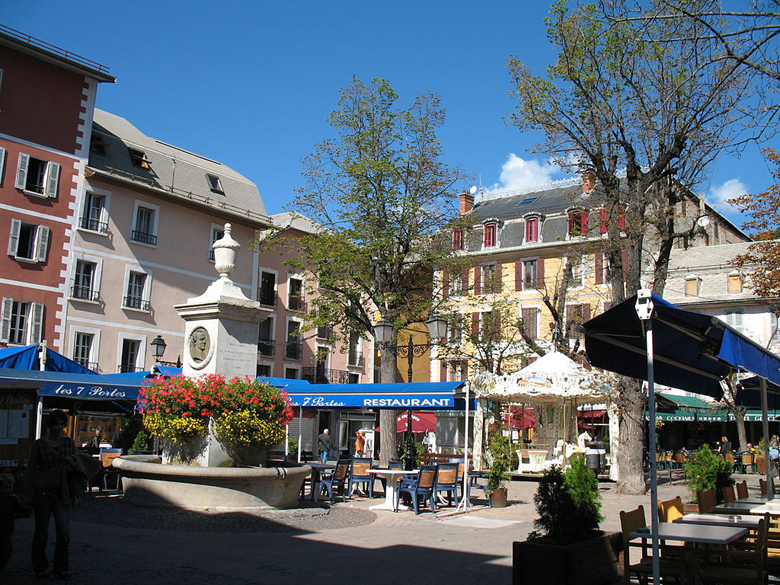 Place Manuel in the center of Barcelonette. (Wikipedia)