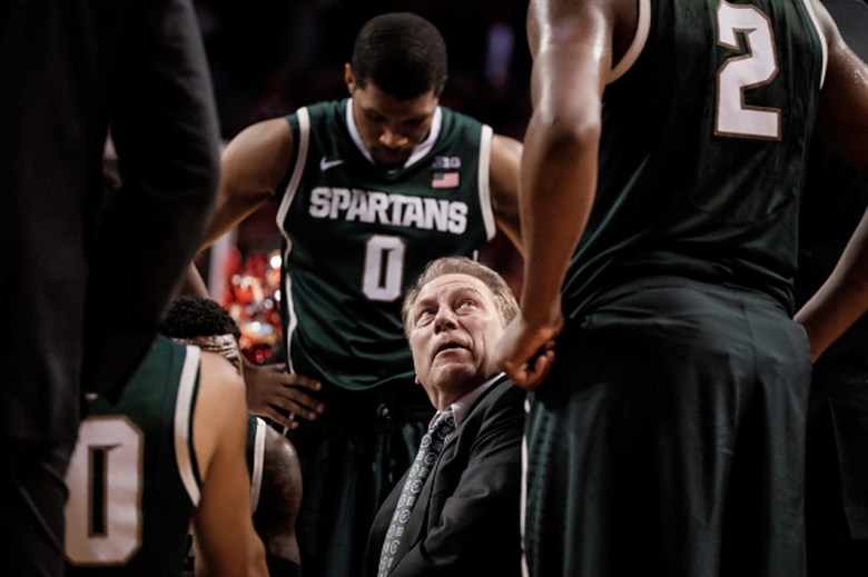 Head coach Tom Izzo of the Michigan State Spartans talks to his team during their game against the Nebraska Cornhuskers at Pinnacle Bank Arena January 24, 2015 in Lincoln, Nebraska. (Getty)