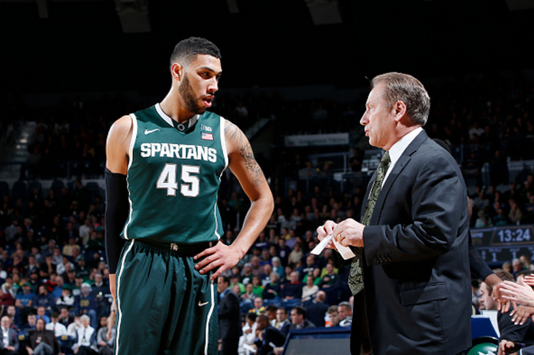 Head coach Tom Izzo of the Michigan State Spartans talks to Denzel Valentine #45 during the ACC/Big Ten Challenge against the Notre Dame Fighting Irish at Purcell Pavilion on December 3, 2014 in South Bend, Indiana. The Irish defeated the Spartans 79-78. (Getty)