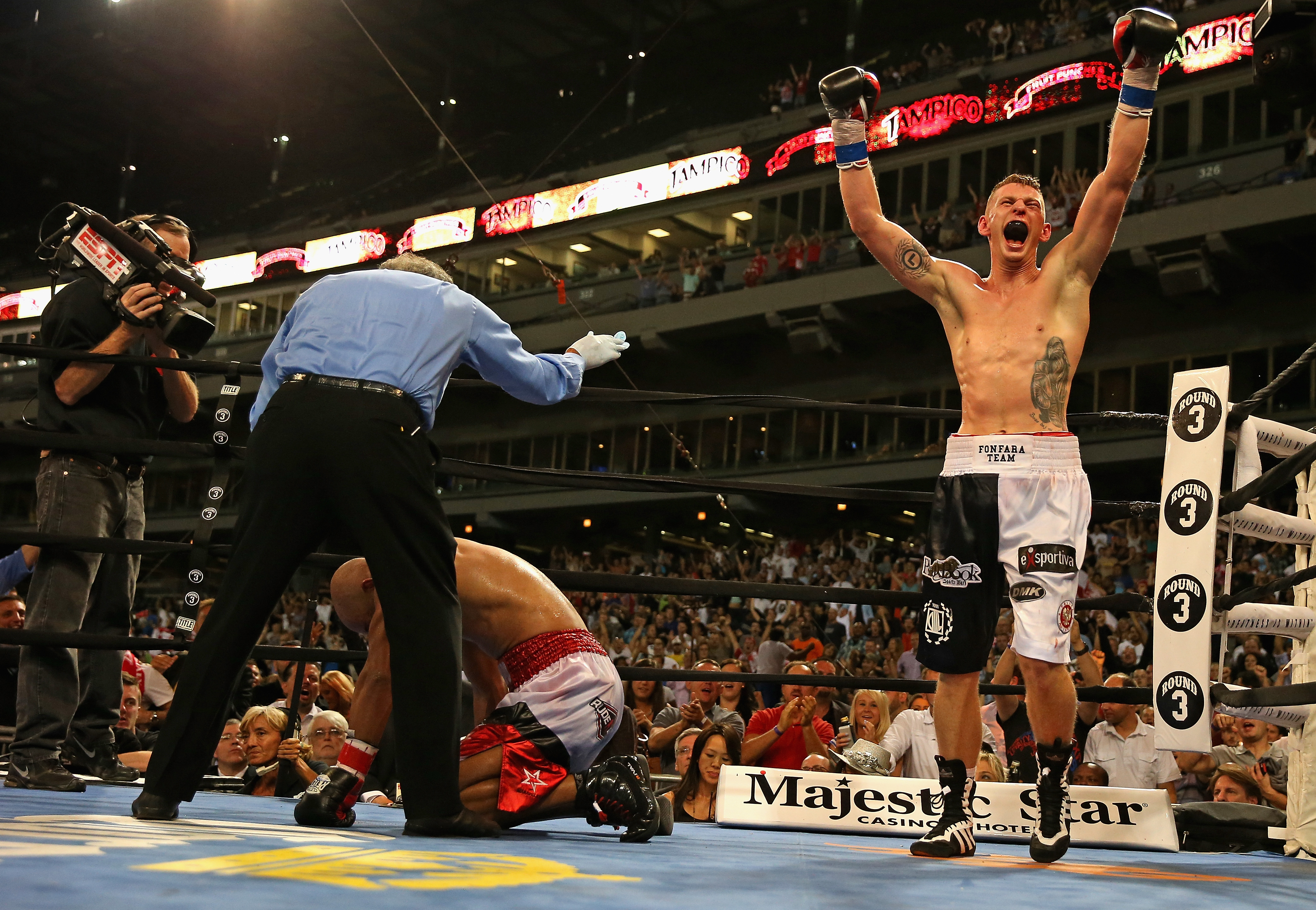 Andrzej Fonfara celebrates his Light Heavyweight knock out win over Gabriel Campillo in 2013 (Getty)