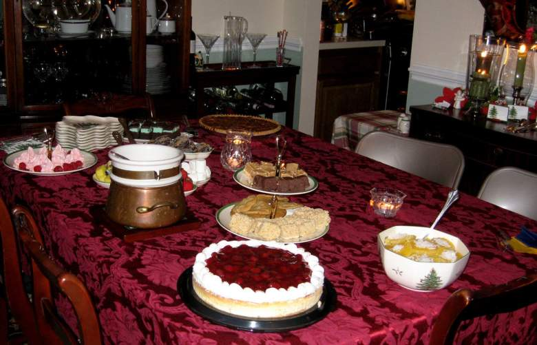 Holiday Dessert Extravaganza (Flickr/APlum)