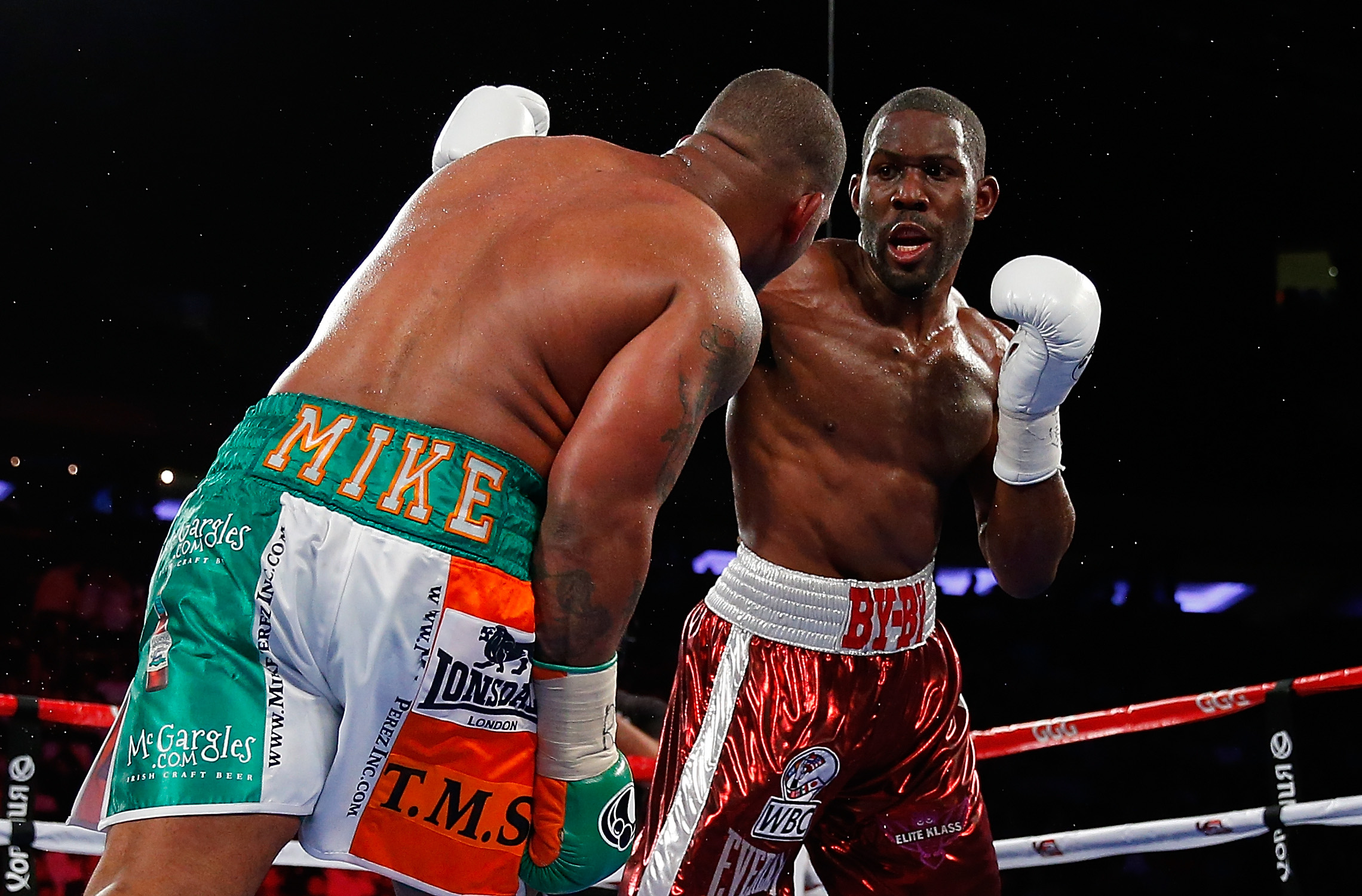 Bryant Jennings punches Mike Perez (Getty)