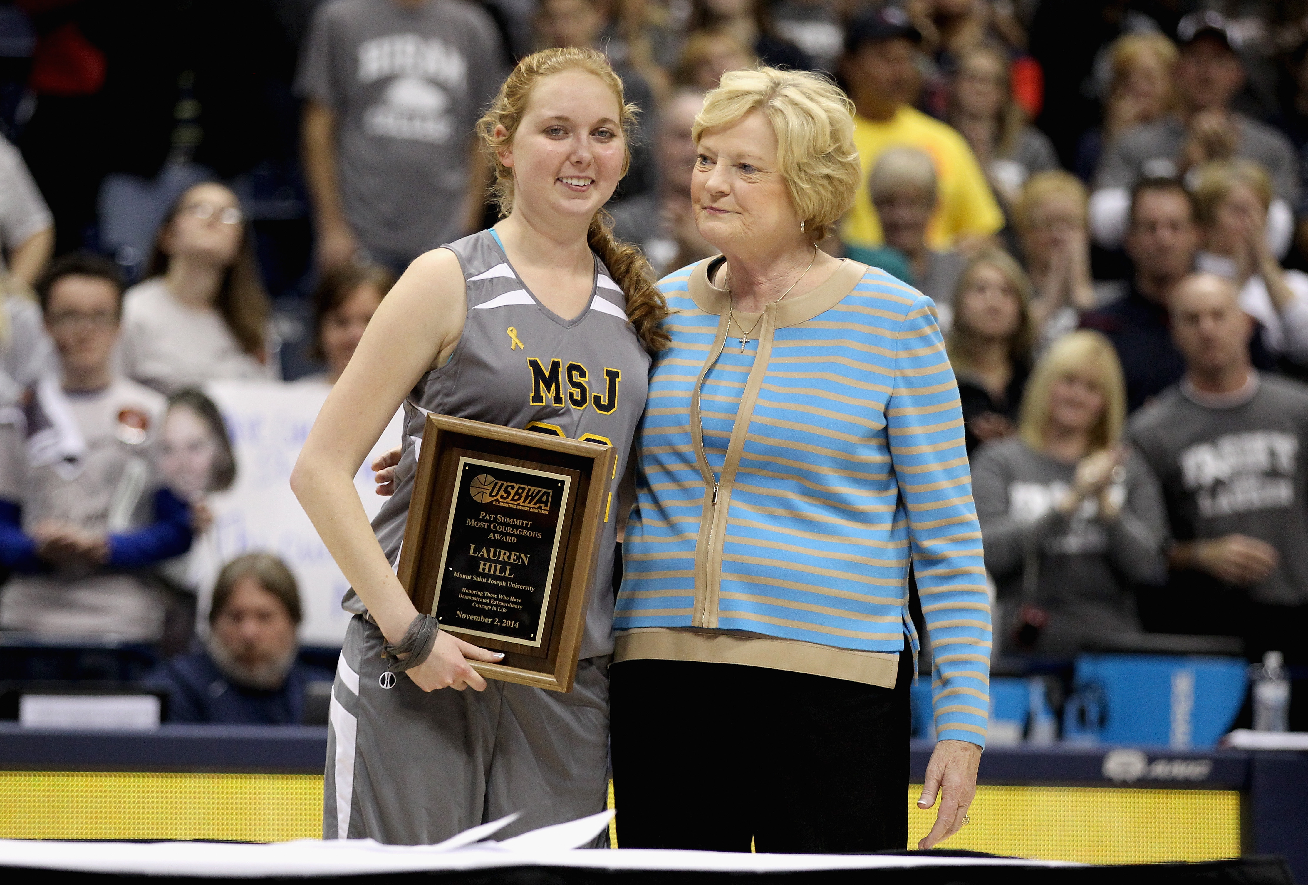 Pat Summitt in 2014 with Lauren Hill, a college basketball player who died in 2015 after a courageous battle with cancer.(Getty)