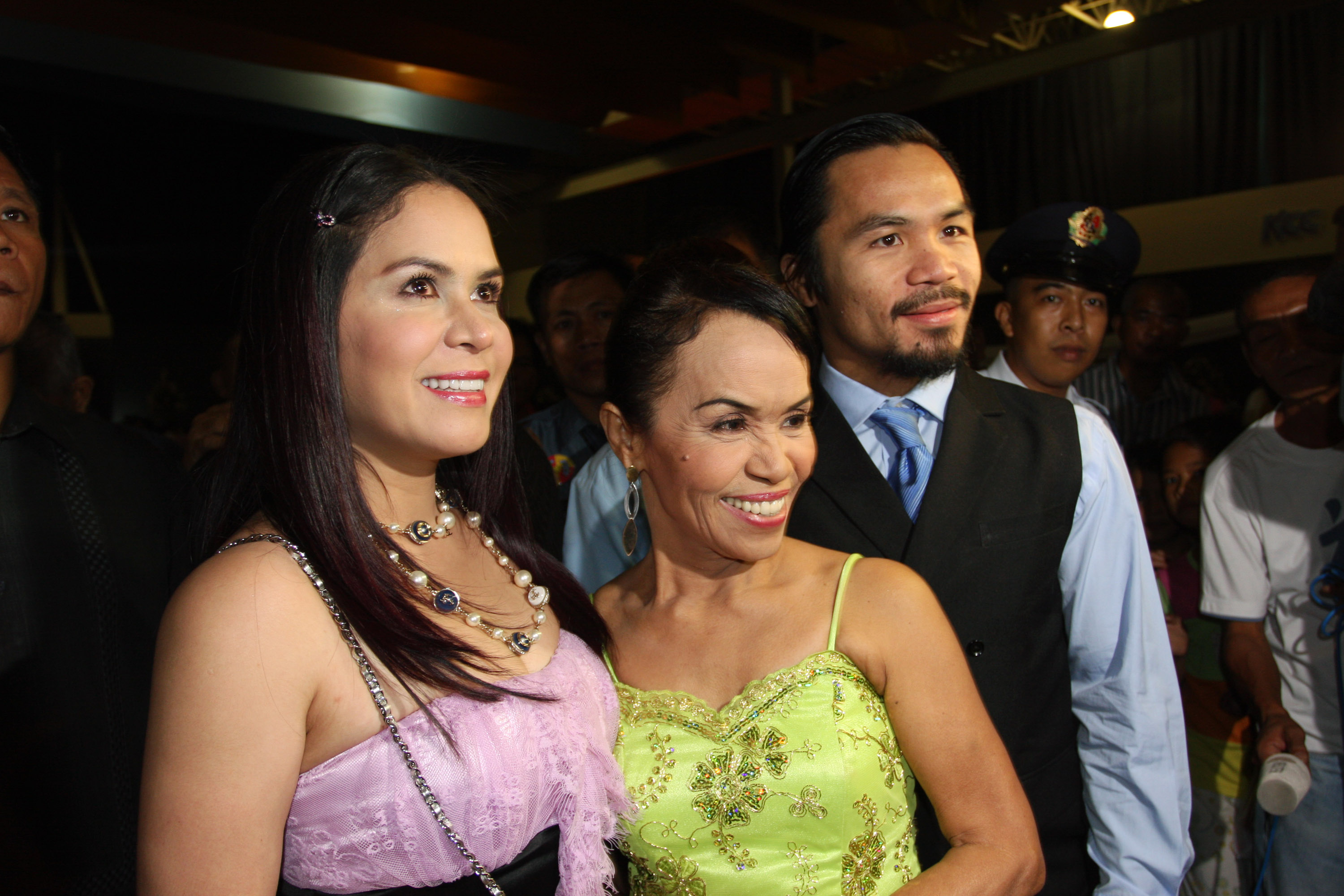 Manny Pacquiao with his mother Dionisia Pacquiao and wife Jinkee Pacquiao. (Getty)