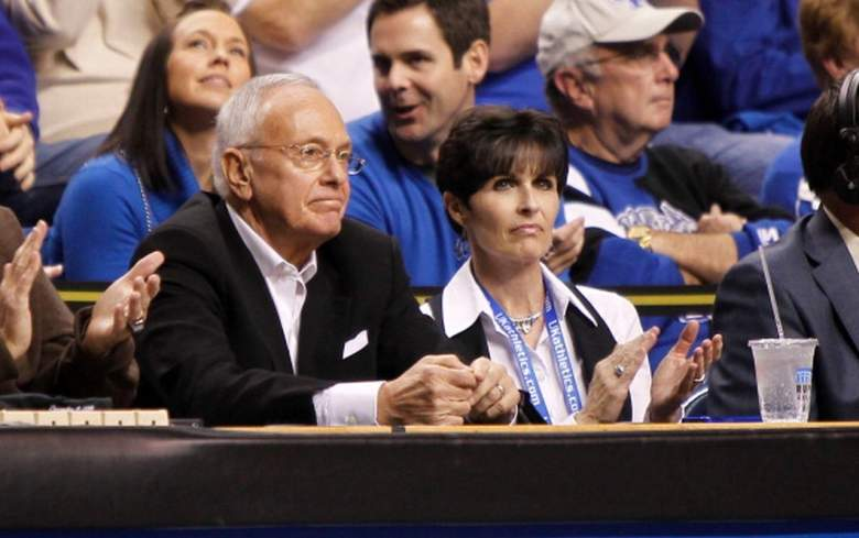 Former NBA coach Larry Brown, who John Calipari started as an assistant for at Kansas, sits with Ellen Calipari during a Kentucky game. (Getty)
