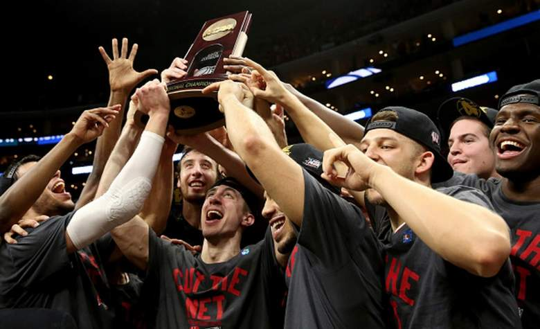 Wisconsin Badgers team after winning the Elite Eight in the 2015 NCAA Tournament. (Getty)