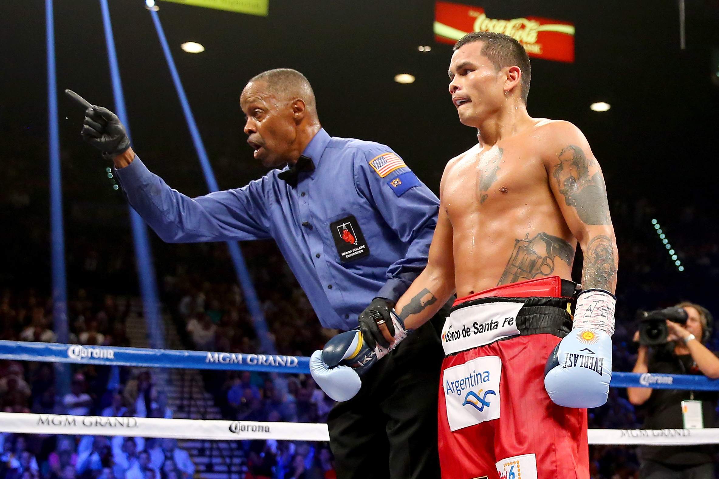 Kenny Bayless deducts a point from Marcos Maidana for pushing down Floyd Mayweather Jr. (Getty)