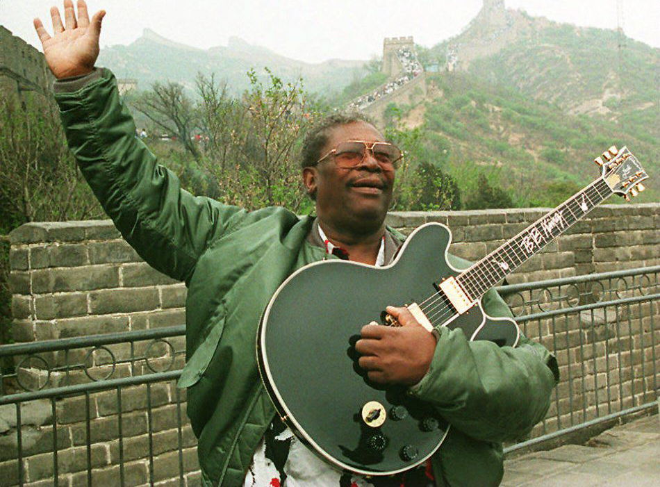 B.B. King in 1994 at the Great Wall of China. (Getty)