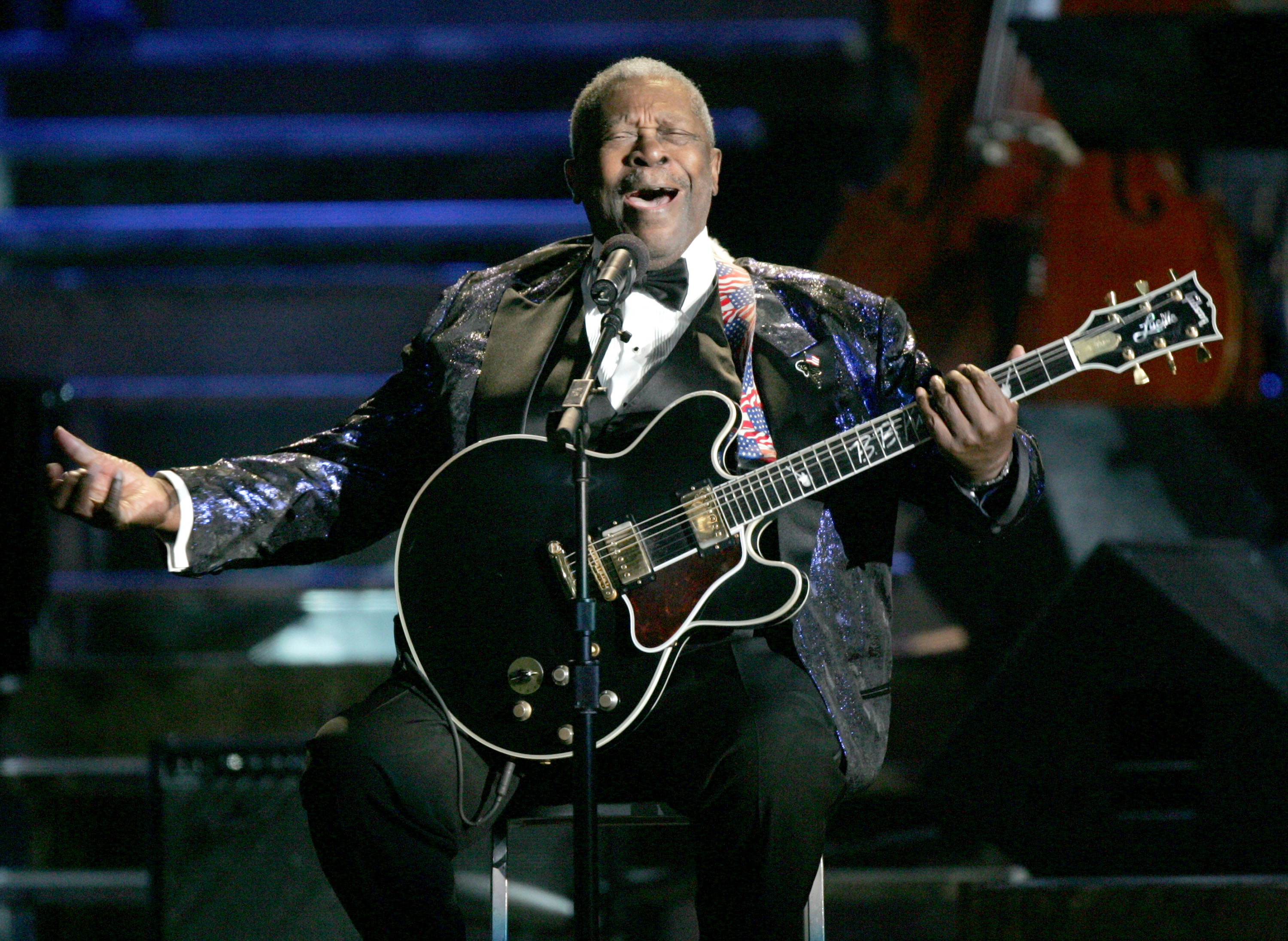 B.B. King performs in Los Angles in 2004 at a Ray Charles tribute concert. (Getty)
